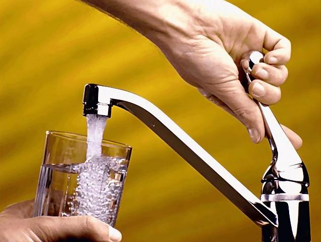 Как и чем смягчить проточную жесткую воду для мытья волос в домашних условиях?