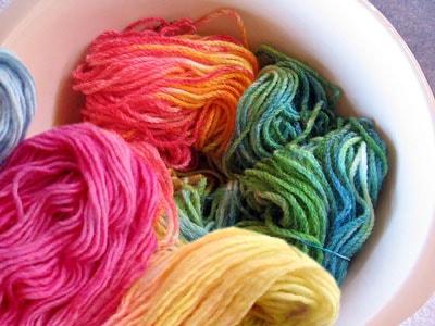 Как покрасить ткань или пряжу